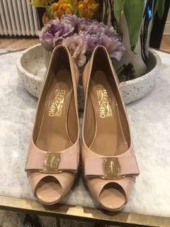 Talia Ferragamo Nude heels size 8
