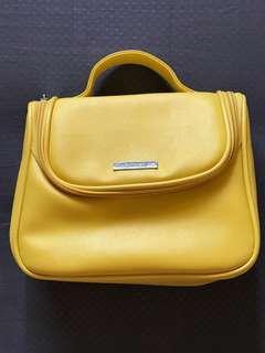 🆕 💄🧴Nutrimetics Faux Leather Make-up Travel Bag.