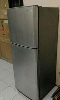 Kulkas Samsung 2 pintu, good condition.