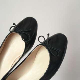 🚚 「近全新」娃娃鞋 好穿 日系 平底鞋 亮皮 休閒鞋
