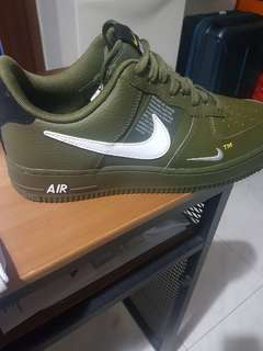 brand new 1a050 38cdb NIKE AIR FORCE 1  07 LV8 UTILITY - OLIVE