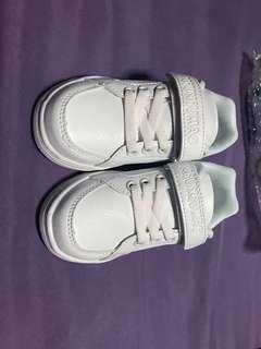 White school shoes size 26