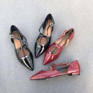 🚚 《早衣服》1月新品🎆英倫風尖頭交叉帶芭蕾舞鞋淺口平底鞋(預)