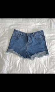 🚚 Ripped Frayed Denim Shorts