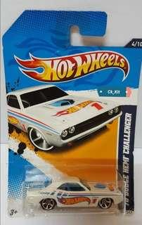 Hot Wheels - '70 Dodge Hemi Challenger (White) - Hw Racing 12 - 4/10 ~ 174/247 [Scale 1:64]