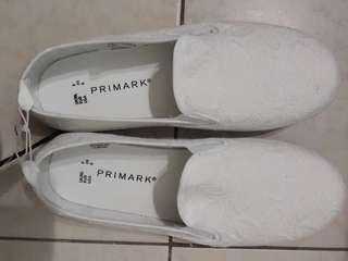 White Shoe #APR75 #Primark #OYOHOTEL