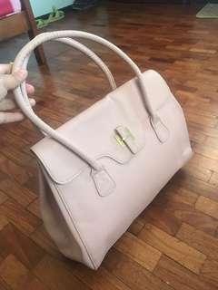 😻Cute Avon Bag!