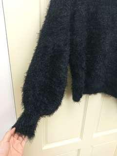 🚚 GU金蔥黑底毛衣