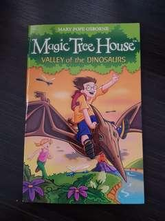 Magic Tree House 1: Valley of the Dinosaurs, By Mary Pope Osborne