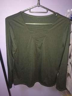 🚚 Long sleeved criss criss black top