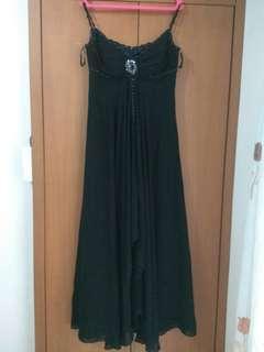 gaun panjang hitam