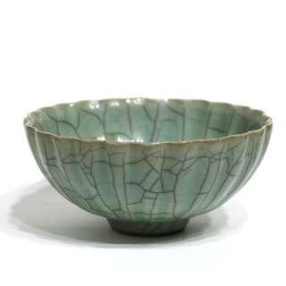 官釉花棱形碗
