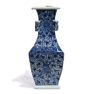 青花花卉壽字貫耳三角形瓶