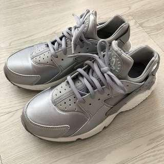 Nike air huarache silver grey 灰銀 色