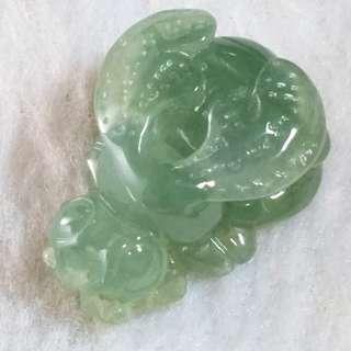 🚚 🐝甜甜蜜蜜🐝天然緬甸玉A貨翡翠-冰油青  立體精雕 蜜蜂