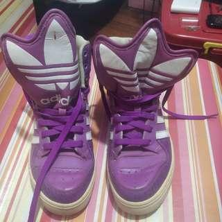 Violet rubber shoes