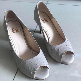 EA米白女高跟魚口涼鞋 可議