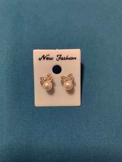 Ribbon Pearl Earrings