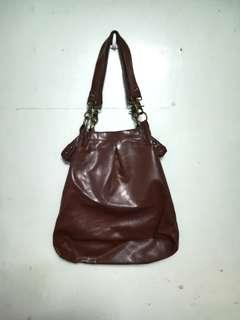 Choco brown bucket bag.