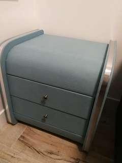 湖水藍色床頭櫃