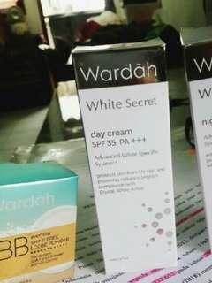 Wardah white secret day dan BB Loose Powder