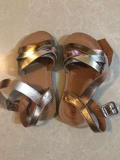 Seed girls sandals size 25