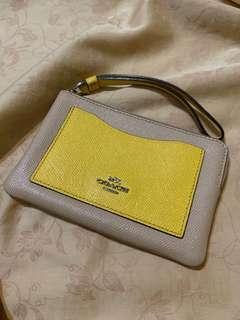 🚚 Coach 米黃色手拿包