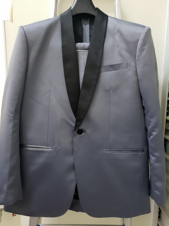 e19feb52dd4 Men s Suit Size 42 Used