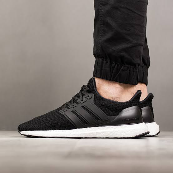 0bca1a08a0432 New Adidas Ultraboost 4.0 Core Black (UK9 US10)