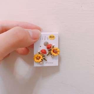 🚚 立體花卉造型耳環