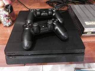 PS4 Console w Controllers