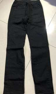 USED: Uniqlo Kids Black Pants (size 150 can fit 10-14yrs) UNISEX