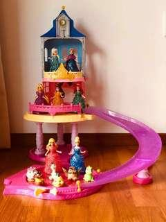 Disney Princess Glitter Glider Castle Playset including 7 princesses and 6 friends