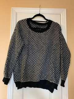 Black/white cozy sweater