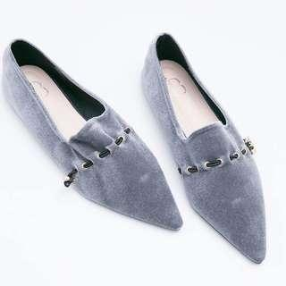 Grey pointed shoes