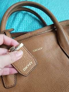 PRELOVED AUTHENTIC DKNY CHELSEA VINTAGE LARGE SATCHEL (CAMEL COLOR)