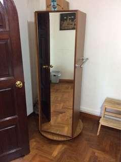 Rotating cupboard with mirror