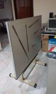 Magnet drafting table