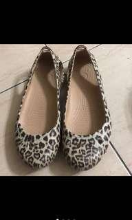 🚚 Crocs豹紋鞋