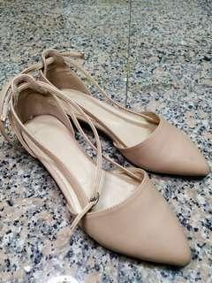 🚚 粉膚色尖頭鞋