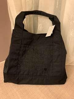 🚚 (現貨免運中)日本品牌磁扣閉合式手提包  肩背包 防潑水