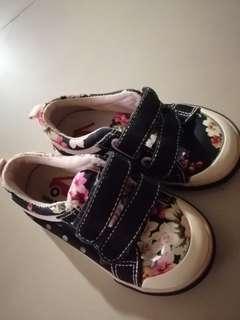 🚚 全新 花花設計超美童鞋