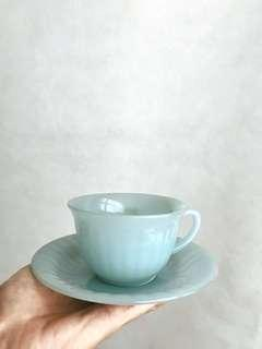 法國製造懷舊玻璃茶杯Arcopal Delphite Aqua Milk Glass Cup with Saucer made in France