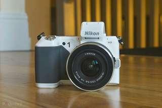 🈹 絕對新淨 Nikon尼康1 V2 連原裝 VR 鏡頭  高速 Hybrid AF、內置 EVF