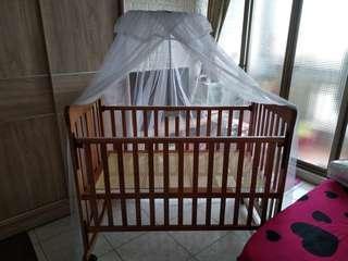 麗嬰房(嬰兒床,六件床組,床墊,蚊帳,置物袋)