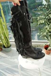 Gucci high knee high Devendra boots with fringes