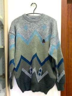 🚚 MANEATER 灰色圖騰針織毛衣