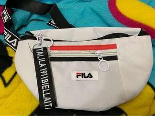 🚚 FILA白色腰包