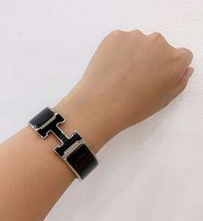 DEAL ALERT! Preloved VGC Hermes Bracelet Clic Clac Wide PM So Black stamp N complete with box & dustbag