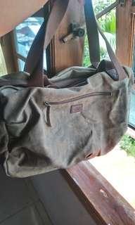 Travelling bag.. Camel active.. Ori.. Blm pernah pakai.. With dustbag n paper bag